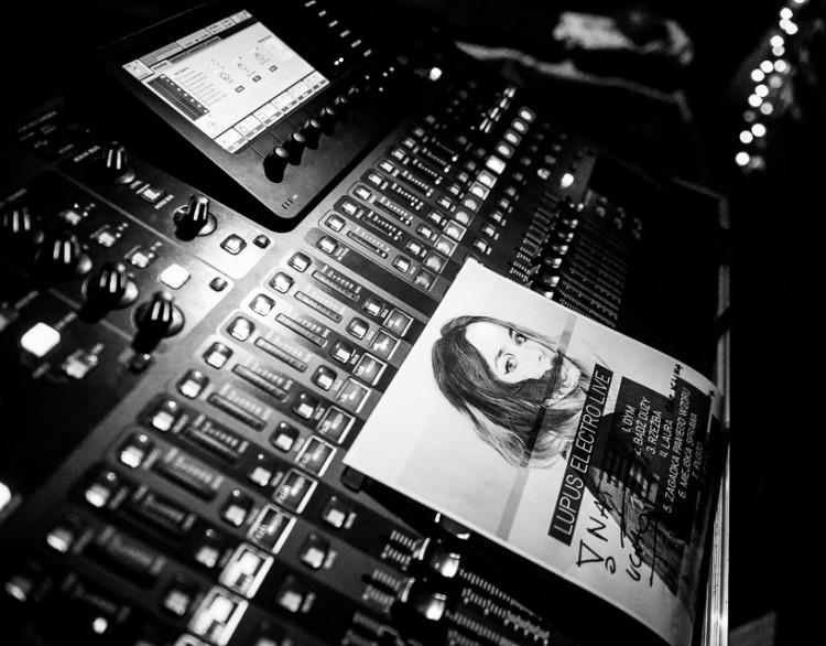 1-20141009-Radek-Zawadzki-Natalia-Nykiel-backstage-47