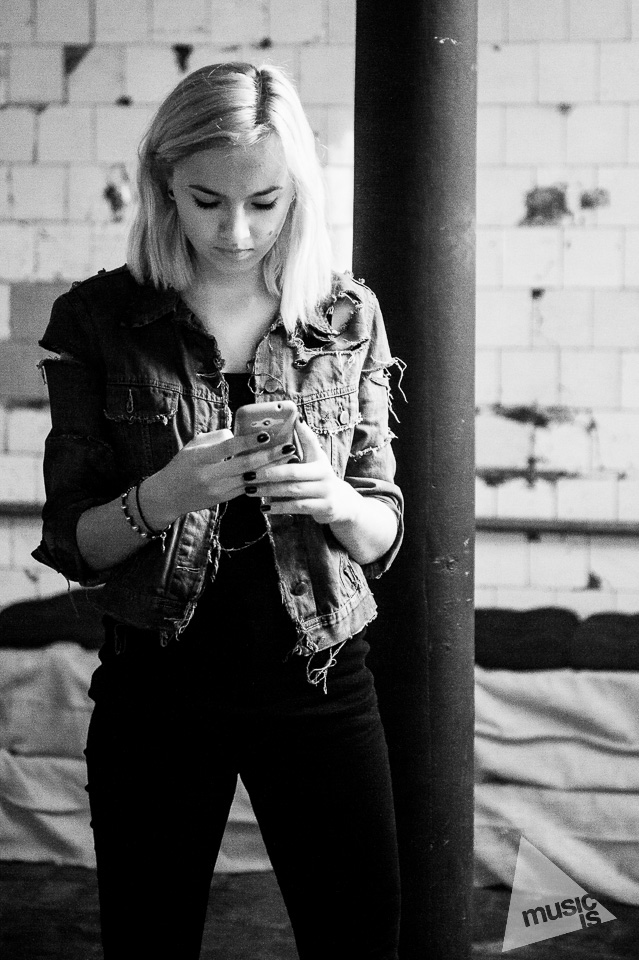 20141009-Radek-Zawadzki-Natalia-Nykiel-backstage-04.jpg