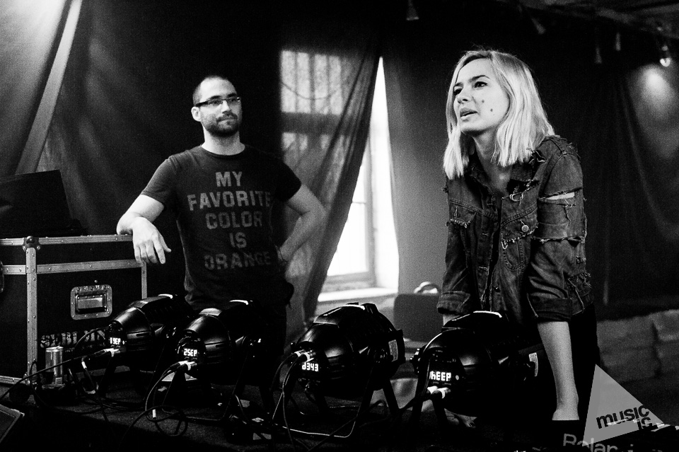 20141009-Radek-Zawadzki-Natalia-Nykiel-backstage-06.jpg