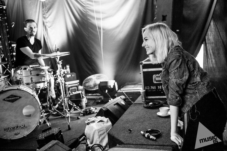 20141009-Radek-Zawadzki-Natalia-Nykiel-backstage-13.jpg