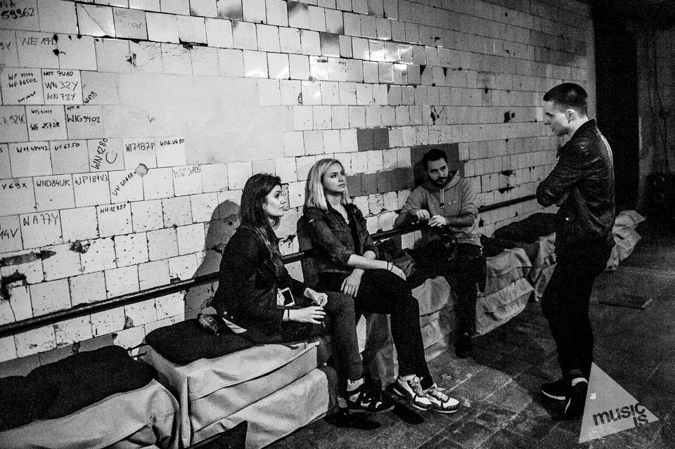 20141009-Radek-Zawadzki-Natalia-Nykiel-backstage-20.jpg