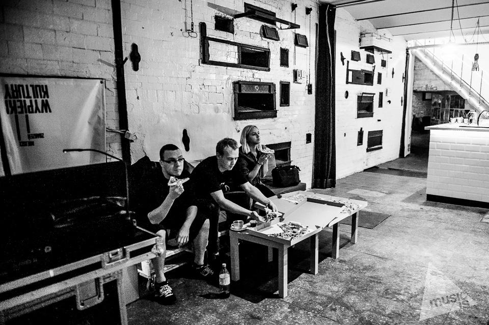20141009-Radek-Zawadzki-Natalia-Nykiel-backstage-24.jpg