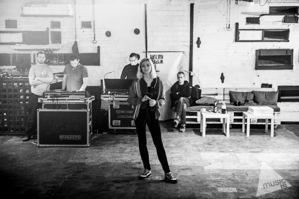 20141009-Radek-Zawadzki-Natalia-Nykiel-backstage-34.jpg