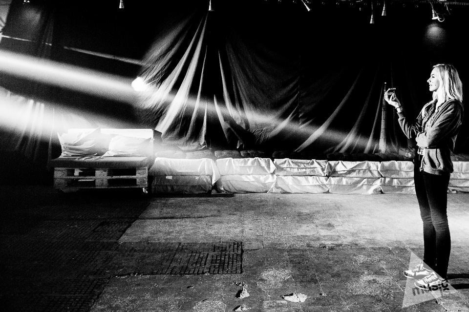 20141009-Radek-Zawadzki-Natalia-Nykiel-backstage-36.jpg