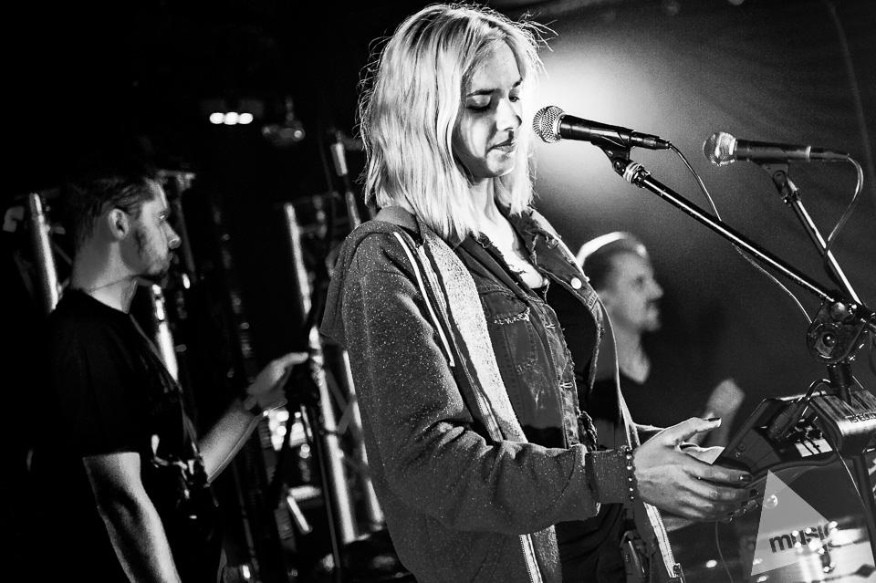 20141009-Radek-Zawadzki-Natalia-Nykiel-backstage-37.jpg