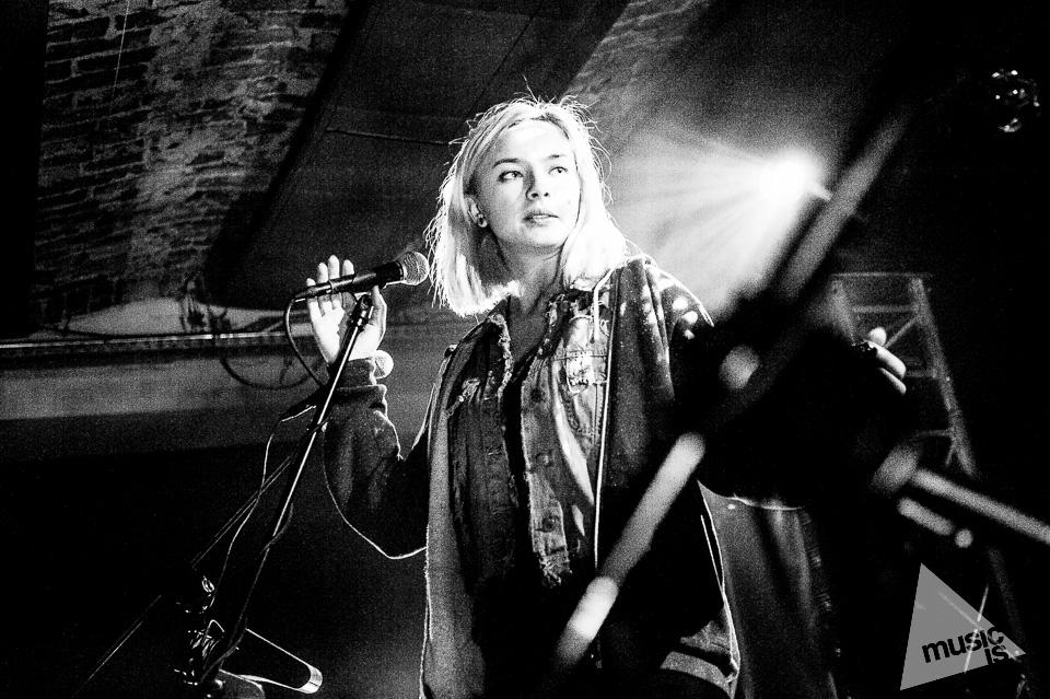 20141009-Radek-Zawadzki-Natalia-Nykiel-backstage-38.jpg