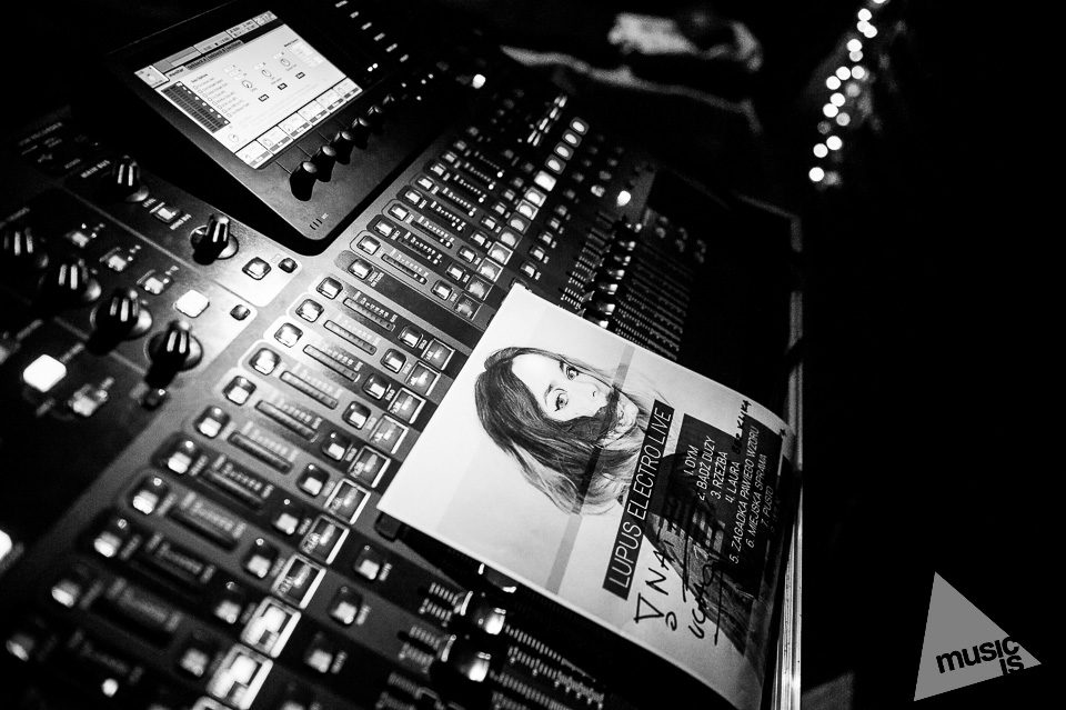 20141009-Radek-Zawadzki-Natalia-Nykiel-backstage-47.jpg