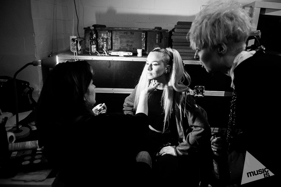 20141009-Radek-Zawadzki-Natalia-Nykiel-backstage-51.jpg