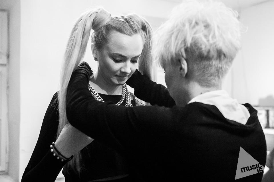 20141009-Radek-Zawadzki-Natalia-Nykiel-backstage-57.jpg