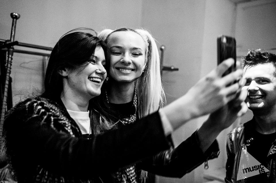 20141009-Radek-Zawadzki-Natalia-Nykiel-backstage-63.jpg